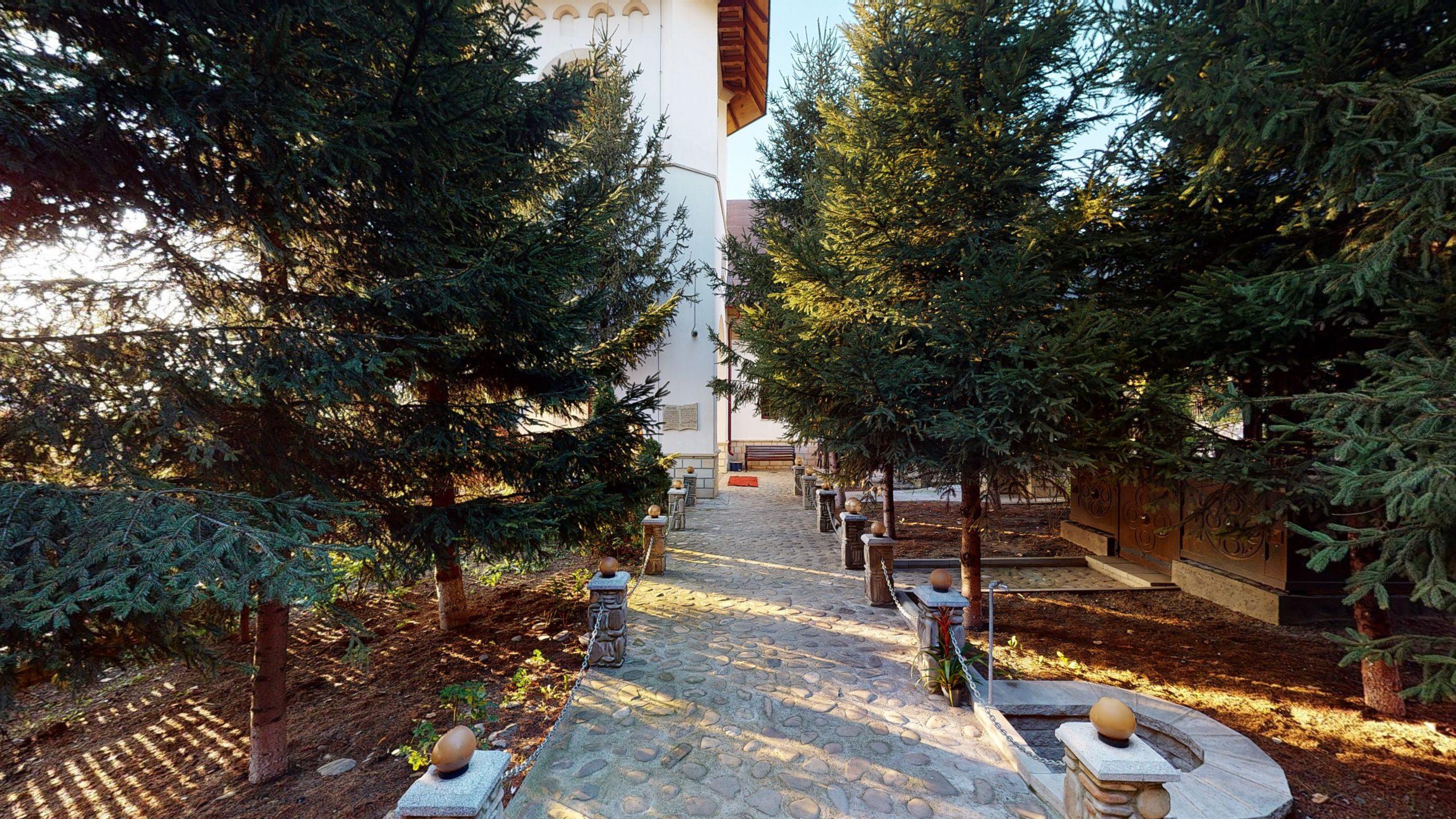 Biserica-Sfintii-Trei-Ierarhi-Flamanzi-12182020_121941